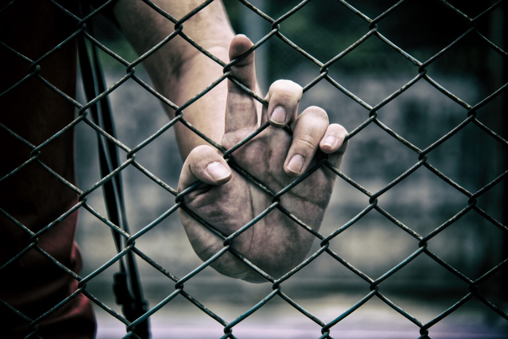 懲役 無期 終身 刑 無期懲役受刑者処遇の問題点と重無期(終身刑)の導入について