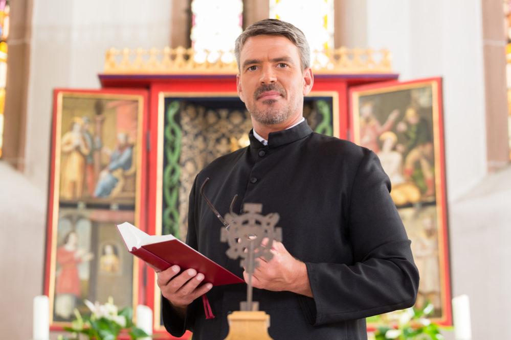 神父 の と 違い 牧師